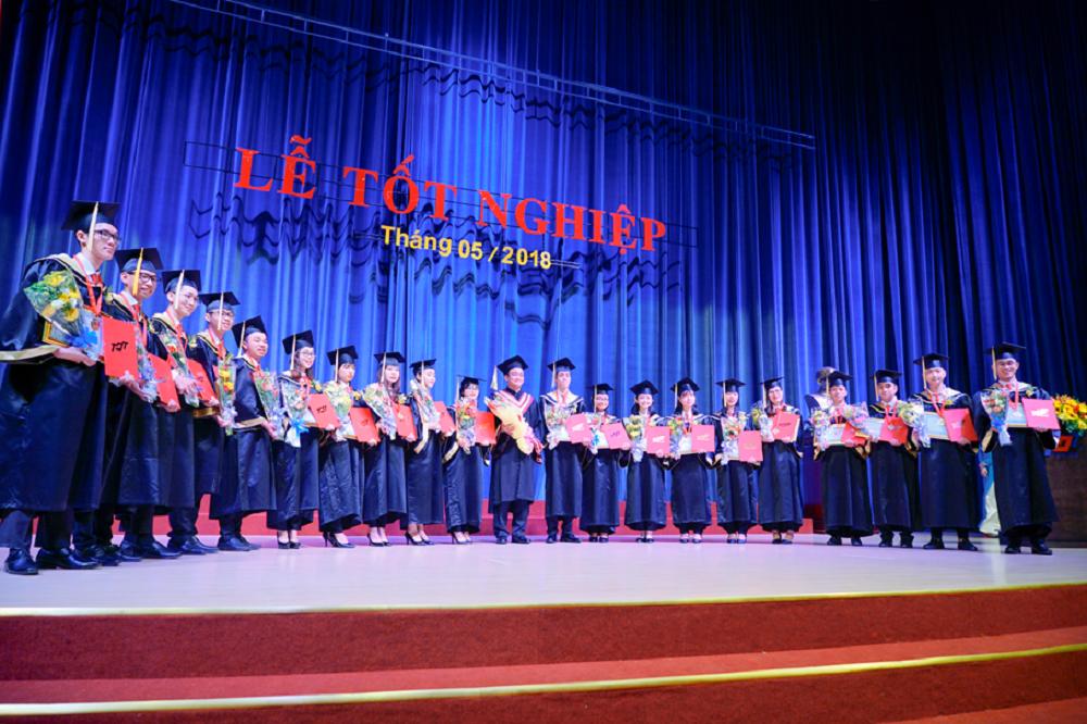 Tot-nghiep-6.png