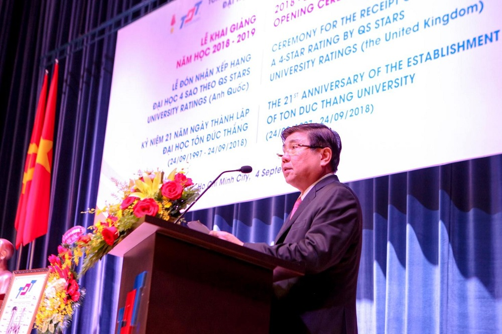 Dr. Nguyen Thanh Phong, Chairman of the People's Committee of Ho Chi Minh City was speaking at the ceremony