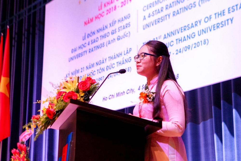 Nguyen Thao Uyen (a student from the Faculty of Business Administration) expressed her feeling on the opening day