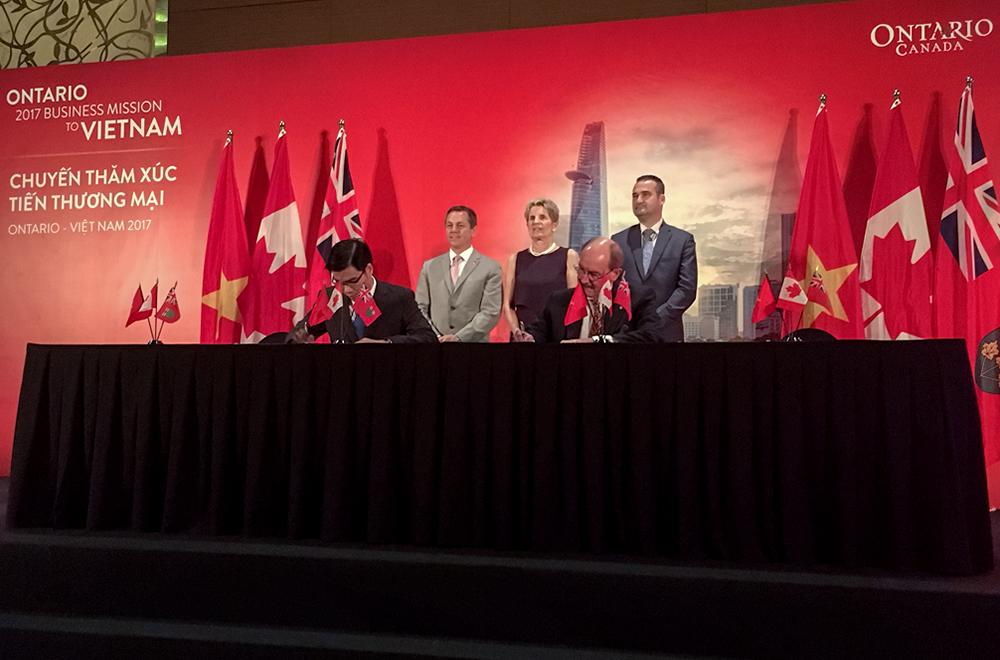 Đại học McMaster ký kết hợp tác với Đại học Tôn Đức Thắng