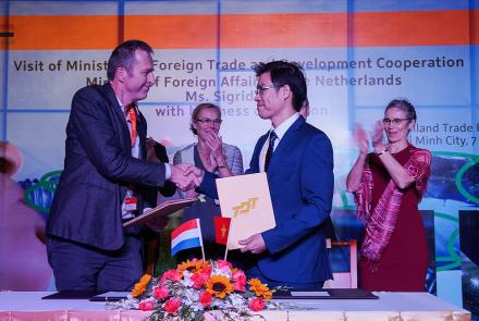 Ton Duc Thang University signed joint education cooperation agreement for granting dual degrees with Saxion University of Applied Sciences, Netherlands